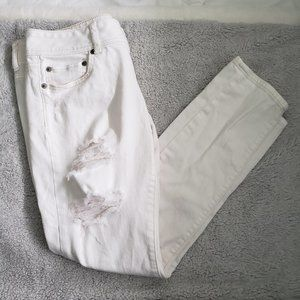 AEO White ripped skinny jeans